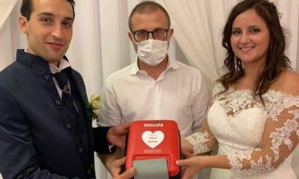 Niente bomboniere agli invitati ma un defibrillatore per la Croce Blu
