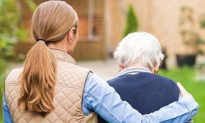 I volontari di BergamoAiuta accompagnano gli anziani a fare il vaccino: ecco come prenotarsi
