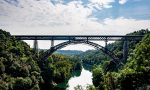 Tornano a circolare i treni sul ponte San Michele, due video che mostrano il passaggio