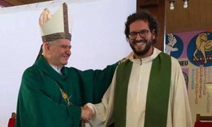 Il nuovo arciprete sfilerà in paese con l'Apecar: distanziamento sì, ma a Casnigo è festa