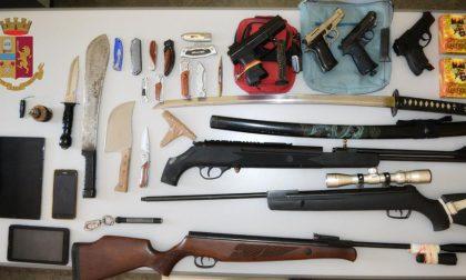 Minacciava le Istituzioni sui social, in casa nascondeva un arsenale: denunciato un 47enne
