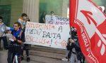 Le foto degli studenti che hanno sfilato per Bergamo per ridare «priorità alla scuola»