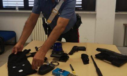 In trasferta a Pistoia si finge parte delle forze dell'ordine: denunciato 19enne bergamasco