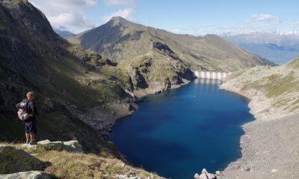 Impegnato in un'escursione, precipita al Lago del Diavolo a Carona: è grave
