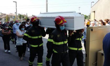 Le foto dell'addio di Cavernago al piccolo Matteo, che da grande voleva fare il pompiere