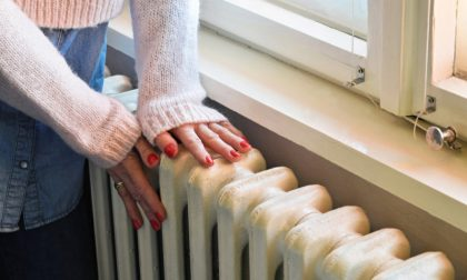 Il freddo bussa alla porta, ma finalmente è possibile accendere caloriferi e stufe