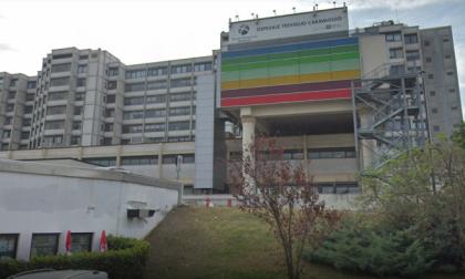 Tagli alle pulizie, bufera all'ospedale. Anche i vertici dell'Asst Bergamo Ovest contro la società