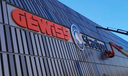 "Gewiss Stadium, il fascino di una scritta e i tanti tifosi in versione ""umarell"""
