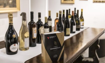 Nella sua città natale, davanti ai capolavori della Carrara, presentata la Guida Veronelli 2021