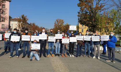 Il flash mob della Lega: «Maggiore sicurezza e stop al degrado nel centro di Bergamo»