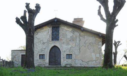 Gruppo di 14enni vandalizza la chiesa di San Pietro e si pente: ora riparano i danni