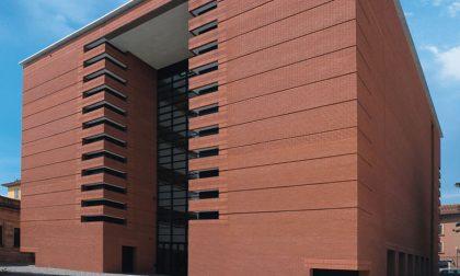 Biblioteca Tiraboschi, sopralluogo in corso per verificare lo stato dei mattoncini della facciata