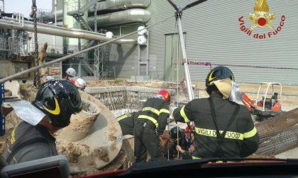 Operaio di 37 anni precipita in un buco di 10 metri all'inceneritore di A2A: è gravissimo