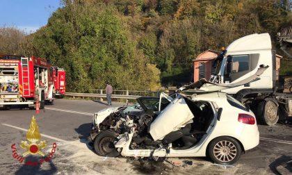Schianto tra un camion e un'automobile a Casnigo: grave un uomo di 51 anni