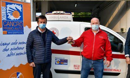 Cancro Primo Aiuto dona un nuovo furgoncino alla Croce Rossa di Bergamo