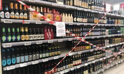 Tante restrizioni e un dietrofront: i supermercati possono vendere alcolici anche dopo le 18