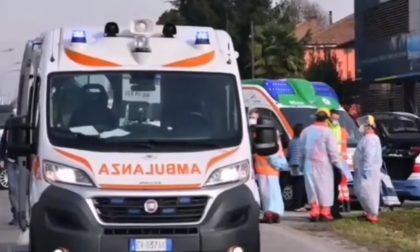 86enne ha un malore al volante e investe e uccide due pendolari alla fermata del bus