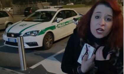 Il video della multa alla barista di Rovato che aveva deciso di non chiudere alle 18