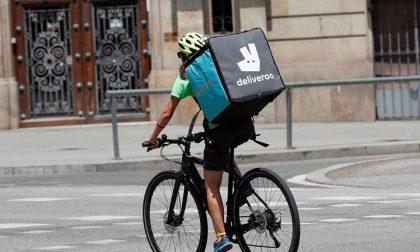 La vita grama dei rider, quelli che consegnano il cibo pedalando (e che saranno più pagati)
