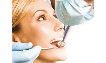 Odontoiatria, tra terapie conservative e implantologia