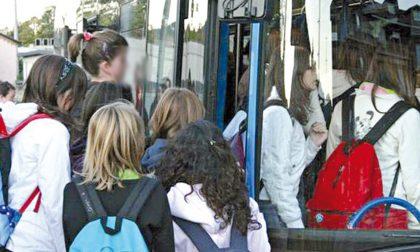Studenti assiepati sugli autobus, la proposta della Cgil: «Si apra alle imprese private»