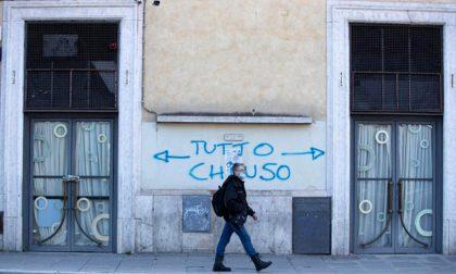 Protesta contro il lockdown a Bergamo davanti a Palazzo Frizzoni: «È senza senso»