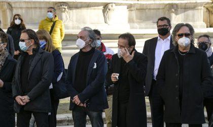 I video dei funerali di Stefano D'Orazio a Roma. Roby Facchinetti: «Era più di un fratello»