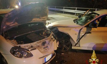 Frontale tra due auto a Ubiale Clanezzo: è grave una giovane di 26 anni