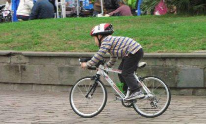 Ruba passeggini e biciclette da bambino: ladro beccato e refurtiva restituita