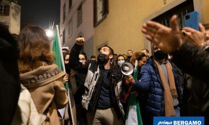 La protesta sotto casa di Gori, la «libertà» e ciò di cui dovremmo avere davvero paura
