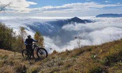 Il pazzesco video di Marco Roncoroni: una cascata di nuvole in vetta al Monte Costone