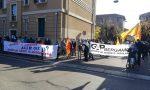 La manifestazione in via Luzzati contro Aler, che vuol «chiudere gli spazi di solidarietà»