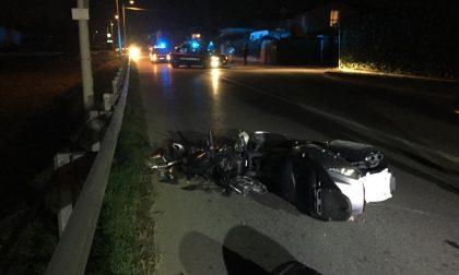 Schianto a Fara: motociclista cade e muore a pochi metri da casa