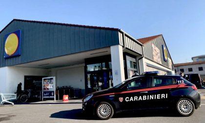 Esce dalla Lidl senza pagare 400 euro di spesa: arrestato dai carabinieri fuori servizio