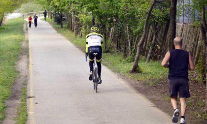 A piedi, in bici e di corsa sulle ciclabili: tranquilli, possiamo starci tutti