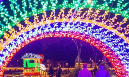 Il Natale magico di Sarnico: centomila lampadine sul Lago d'Iseo