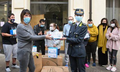 La Guardia di Finanza dona a una onlus di Caravaggio 2.500 mascherine sequestrate