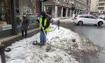 """Dopo le polemiche, il Comune è corso ai ripari: """"spalatori"""" contro il ghiaccio in città"""