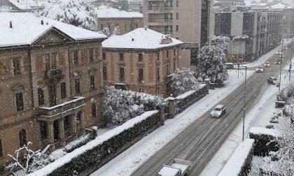 È arrivata la neve: a Bergamo oltre 15 centimetri e strade bianche nonostante il sale