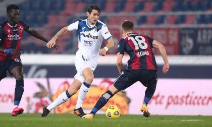 Prima splendida, poi leziosa e alla fine beffata: il Bologna recupera due gol alla Dea