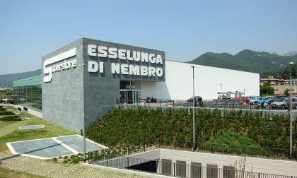 Da Napoli all'Esselunga di Nembro per prendere vino in offerta e rivenderlo a costo maggiorato