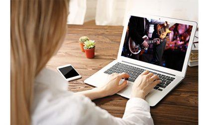 """""""Un Natale di abbracci virtuali"""", Concerti online a scopo benefico sono nella rete #IRISTV"""
