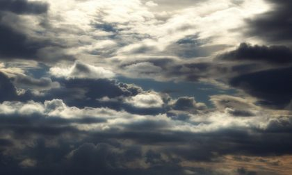 Via il sole, tornano le nuvole e qualche debole pioggia | Meteo Lombardia