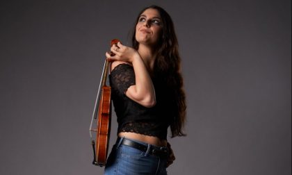 Claudia, bergamasca d'adozione che suona il violino a X Factor (e vuole Sanremo)