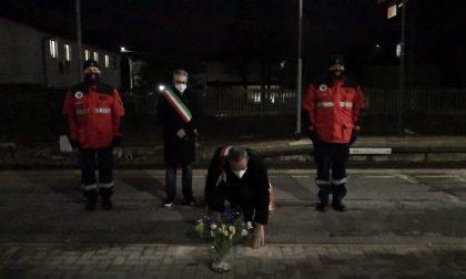 Distrutti i fiori per le vittime di Pioltello. Il sindaco al vandalo: «Ti prendo a calci»