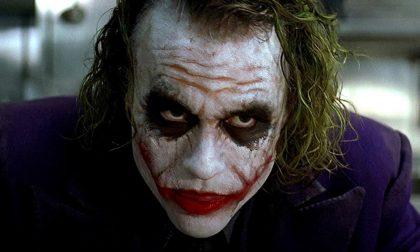 """Folle gioco tra adolescenti: si fa sfregiare dal fidanzato per avere """"il sorriso di Joker"""""""