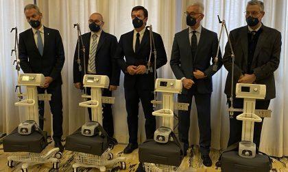 Polizia e imprese al fianco di Ats: donati un ecografo, sette respiratori e saturimetri