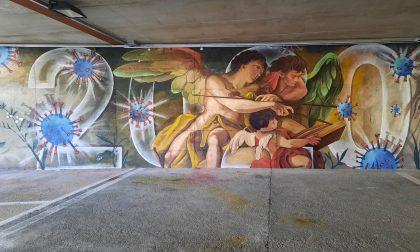 Parcheggio d'autore, Ivano Parolini a Gandino dipinge il terribile 2020