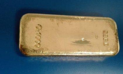 Aeroporto, fermato un uomo che aveva in valigia un lingotto d'oro da 51 mila euro