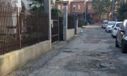 Strade gruviera al Villaggio degli Sposi, la Lega: «Intervenire al più presto»